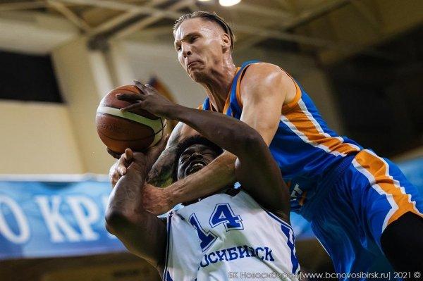 Против лидера пороху у баскетболистов «Новосибирска» хватило лишь на первую половину матча