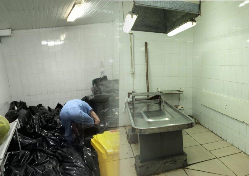 После снимков сваленных мешков в морге с бирками COVID уволен начальник облздрава