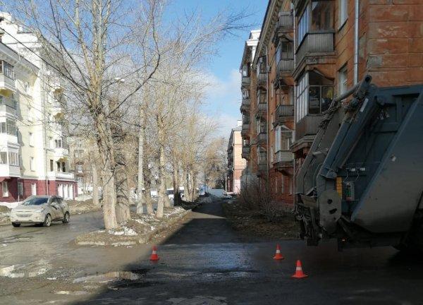Мусоровоз наехал на пятилетнего мальчика в Дзержинском районе