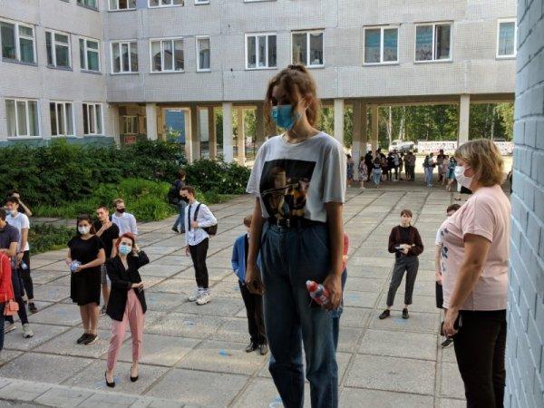 В тринадцати школах Новосибирска классы ушли на карантин