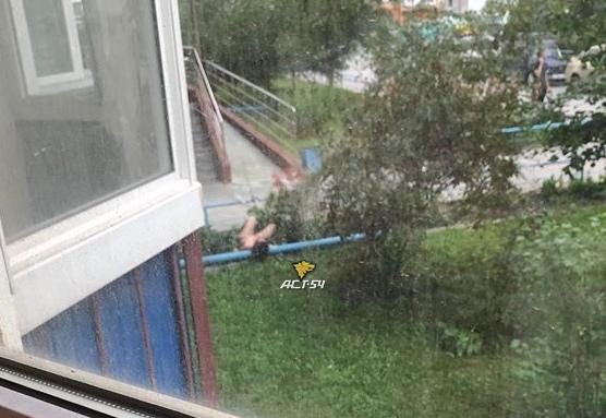 В Ленинском районе из окна выпала девушка без одежды