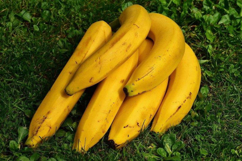 Не поверишь своим глазам: вскипяти банан в минералке и просто выпей отвар на ночь