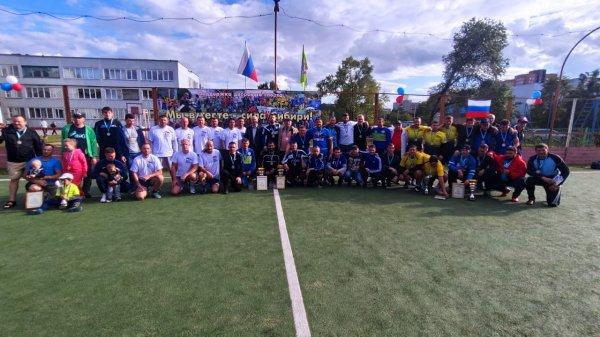Карелин и Смертин провели в Новосибирске матч по мини-футболу