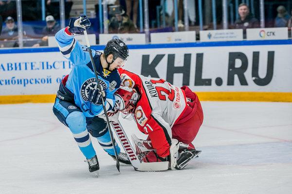 «Автомобилист» разгромил «Сибирь» в очередном матче плей-офф