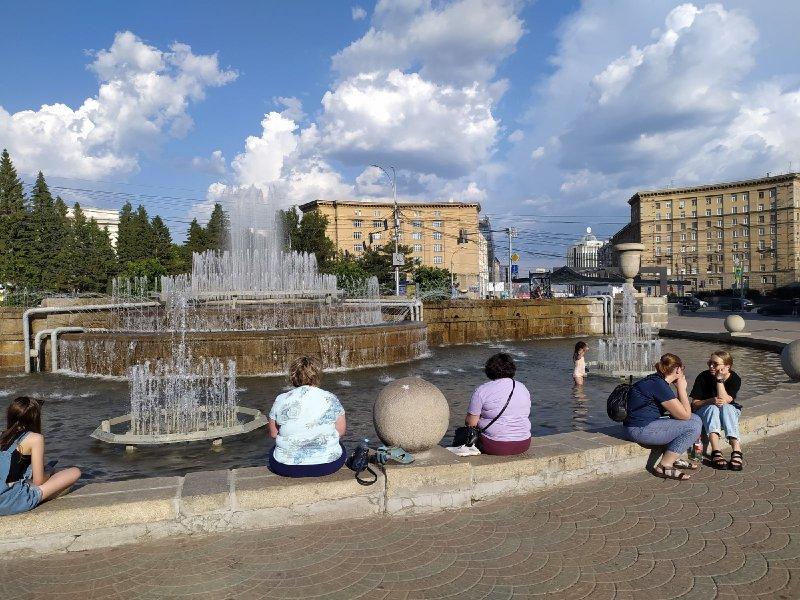 На День ВДВ в Новосибирске сольют фонтаны и научат делать открытки