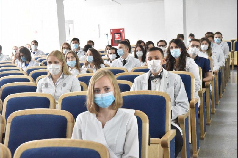 135 студентов НГМУ поедут в сёла спасать сибиряков от коронавируса