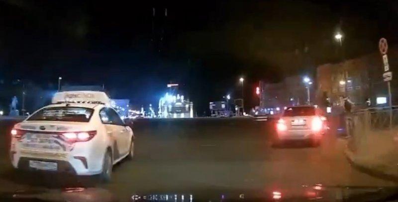 Очередного самокатчика сбили в центре Новосибирска (ВИДЕО)