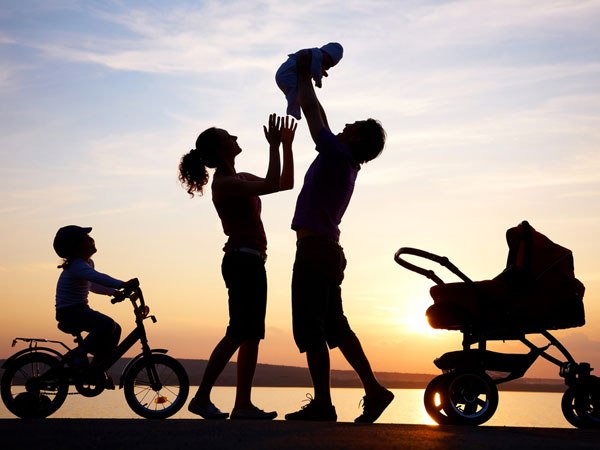 Какие семьи с детьми от 3 до 7 лет с 1 апреля начнут получать пособие в повышенном размере