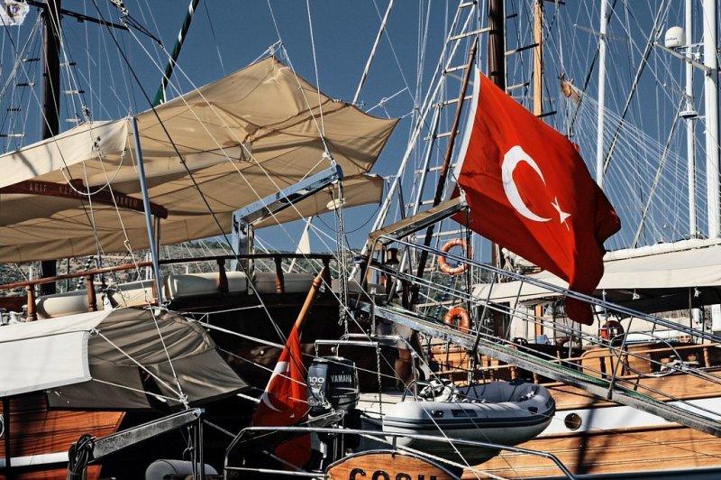 Вернут ли россиянам деньги за сгоревшие путевки в Турцию, пояснил Ростуризм
