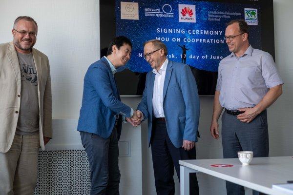 Новосибирские ученые разработают искусственный интеллект для китайского Huawei