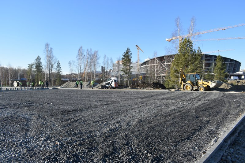 Работы по благоустройству парка рядом с новой ледовой ареной идут с опережением графика