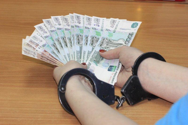Муниципальные чиновники чаще других попадаются на взятках в Новосибирской области