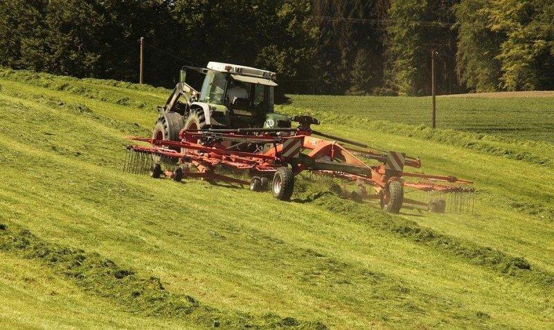 Губернатор Андрей Травников поручил минсельхозу Новосибирской области тщательно отслеживать темпы заготовки кормов