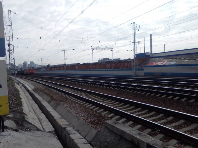 Железнодорожник спас пассажира от летящего поезда
