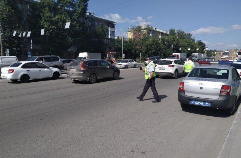 Пытался выпрыгнуть на ходу: патрульные ДПС поймали в Новосибирске похитителя людей