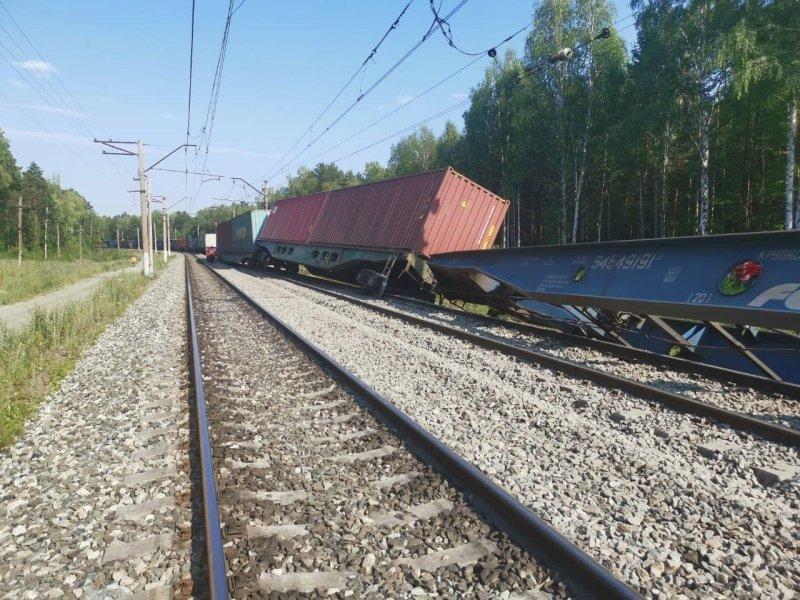 Утечка авиационного топлива началась после столкновения грузовых поездов на Транссибе