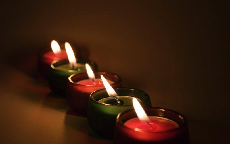 Ритуалы для исполнения желаний с помощью разноцветных свечей и баночки мёда