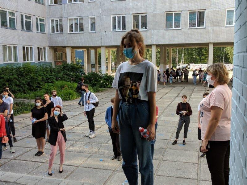 «Двоих с экзамена выгнали»: 2 255 новосибирских школьников сдали ЕГЭ