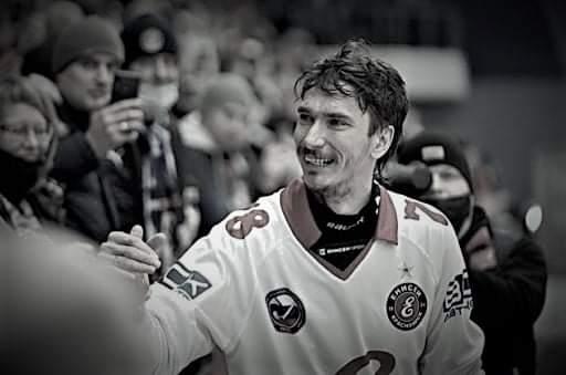 30-летнего новосибирского хоккеиста Максима Ишкельдина нашли мертвым