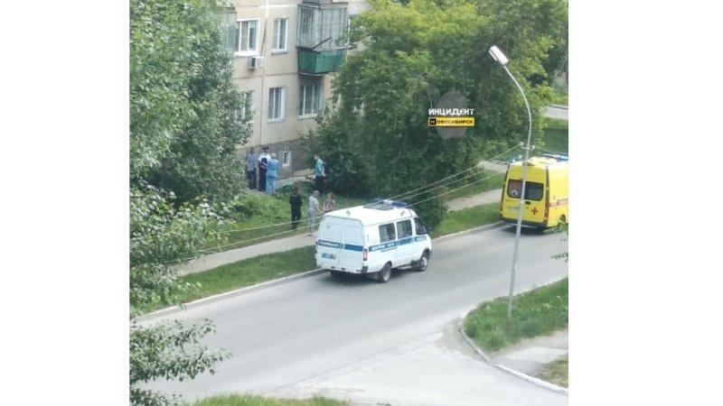 Пенсионерка погибла при падении из окна на улице Молодости