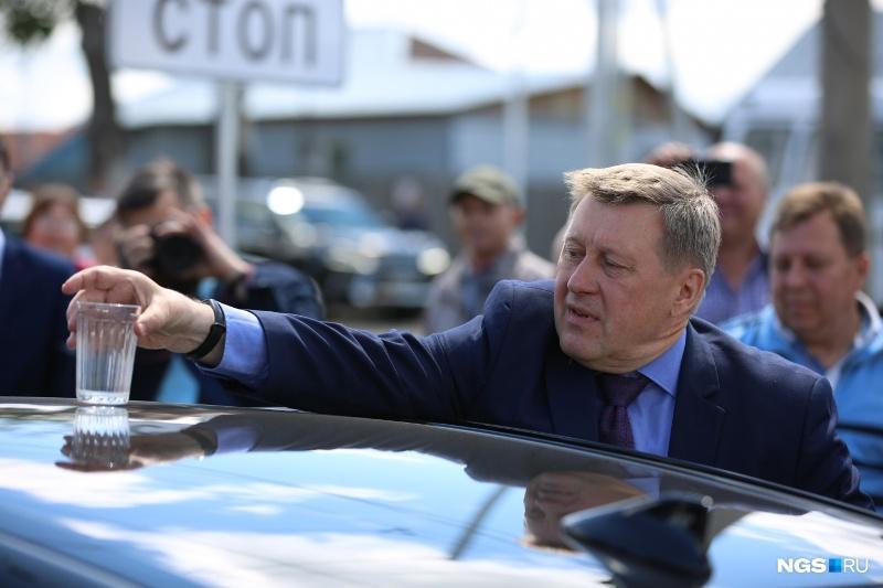 Новосибирские коммунисты стыдятся Анатолия Локтя - никто не хочет быть с ним рядом