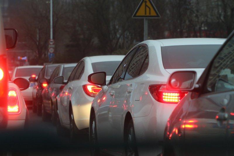 Водители на Бердском шоссе стоят в пробке длиной в семь километров