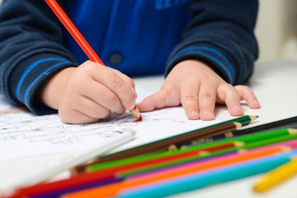 Выплаты на детей без подачи заявлений продлили до 1 марта