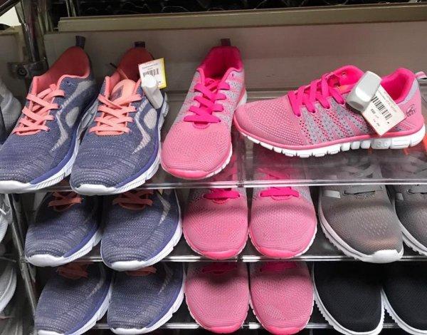 В новосибирском магазине торговали поддельными кроссовками