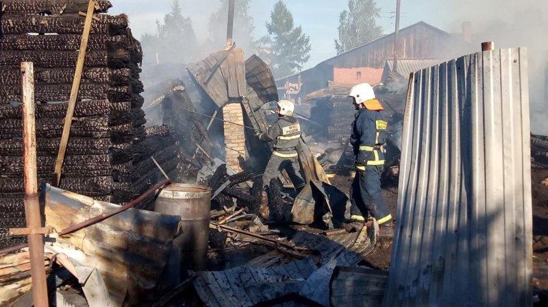 «Не успели спасти»: на месте сгоревших домов в Новосибирске обнаружили мертвого мужчину