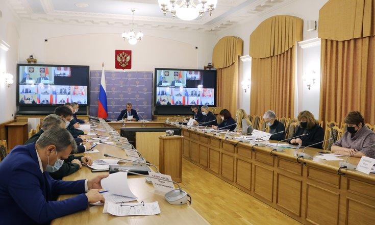 Полпред Меняйло указал властям Новосибирска и Омска на низкий охват тестирования от COVID-19