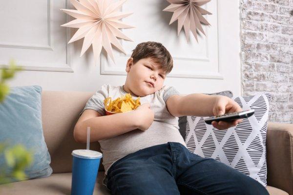 С майонезом и за телевизором: страшные пищевые привычки выработались у новосибирских школьников