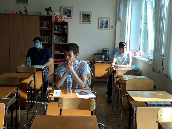 «Рвут маски и трясутся»: как в Новосибирске прошёл первый день сдачи ЕГЭ?