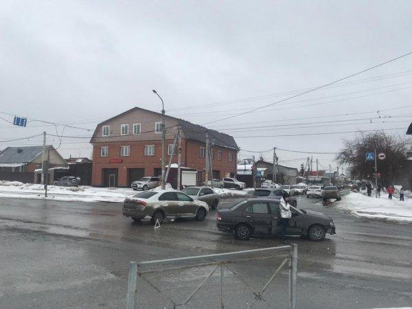 Школьница пострадала в ДТП на перекрестке в Ленинском районе