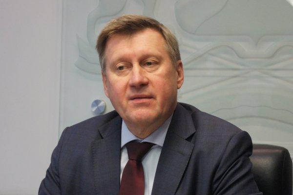 Анатолий Локоть не успевает читать обвинительные заключения на своих подчиненных