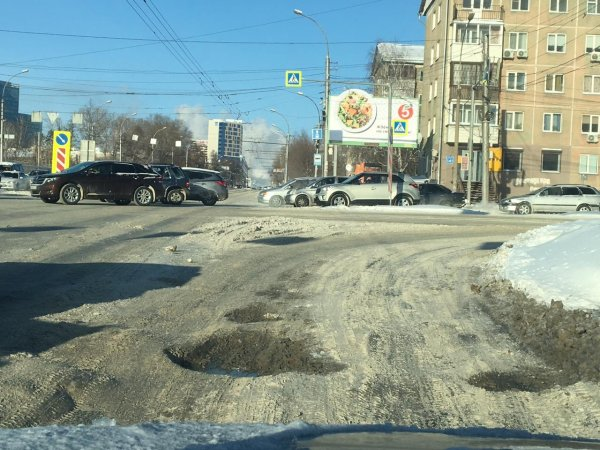 «Если вы ждете мою отмашку, то уже можно»: губернатор отчитал мэрию за ямы на дорогах