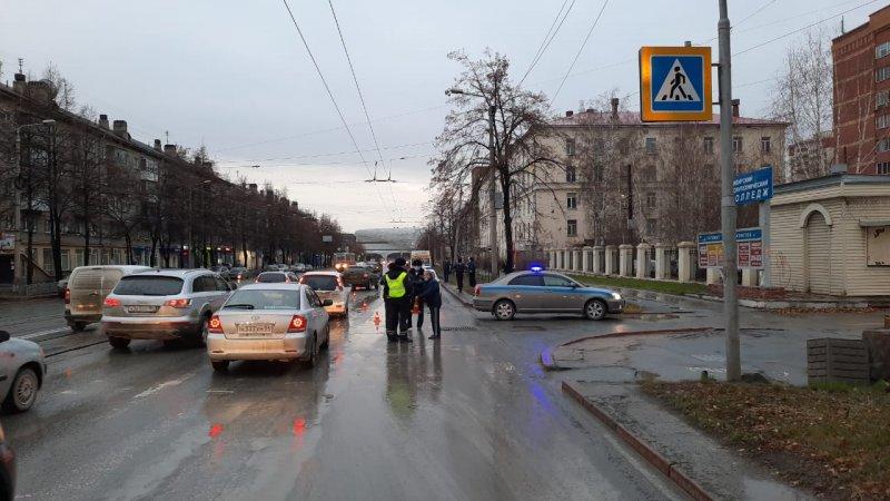 Водитель маршрутки насмерть сбил пенсионерку в Калининском районе