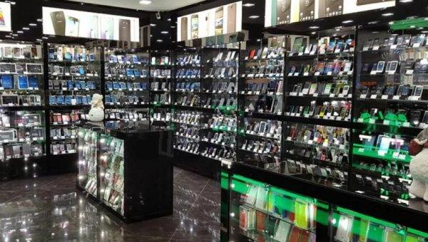 Несовершеннолетние разбойники обокрали магазин мобильных телефонов на миллион рублей