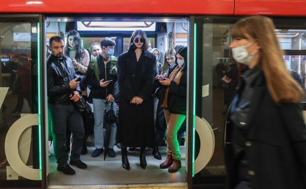 В метро будут штрафовать на 5 000 рублей даже за приспущенные маски