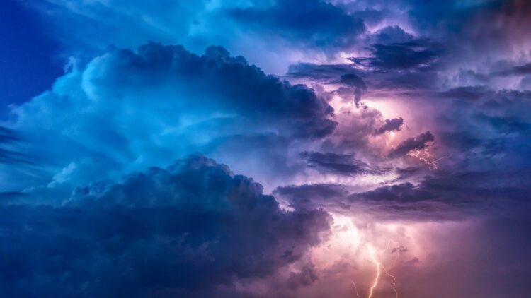 Магнитная буря 13 мая 2021 года: сильнейший удар по метеозависимым
