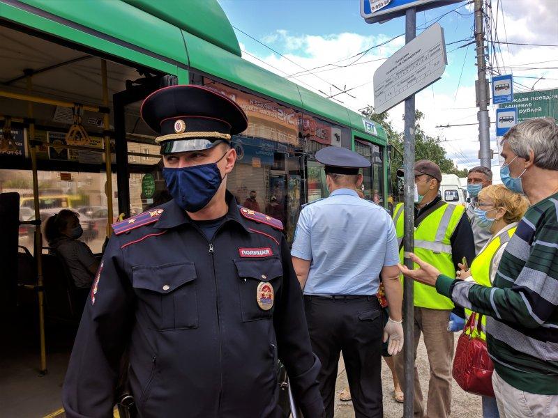 «Вызывайте транспортный надзор!»: Двух перевозчиков оштрафовали за нарушение масочного режима, одного – сняли с рейса