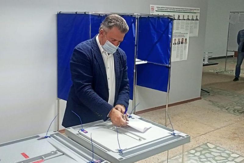 Первые голоса начали отдавать избиратели в Новосибирской области