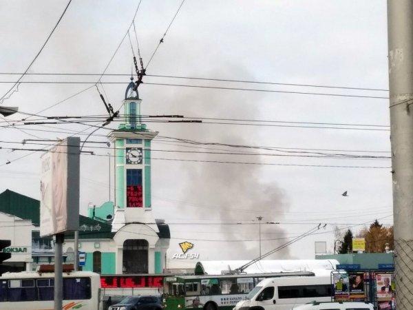 Заброшенный частный дом горит в Железнодорожном районе