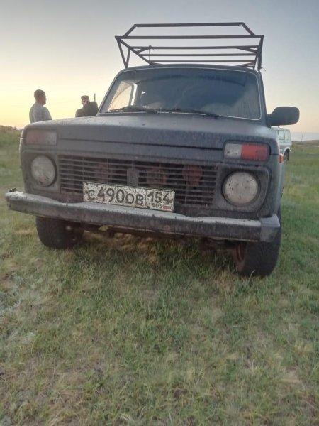 Пьяный экипаж «Нивы» пытался прорваться через кордоны в Чистоозерном районе