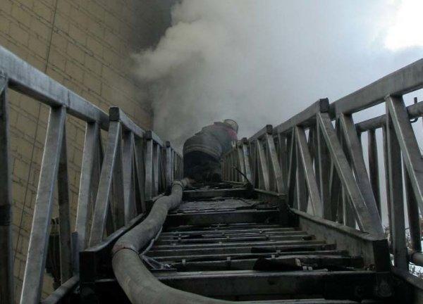 На ночной пожар в центре Новосибирска прибыли 13 сотрудников МЧС