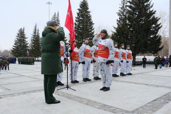 Травников встретил лыжников Победы из Хабаровска