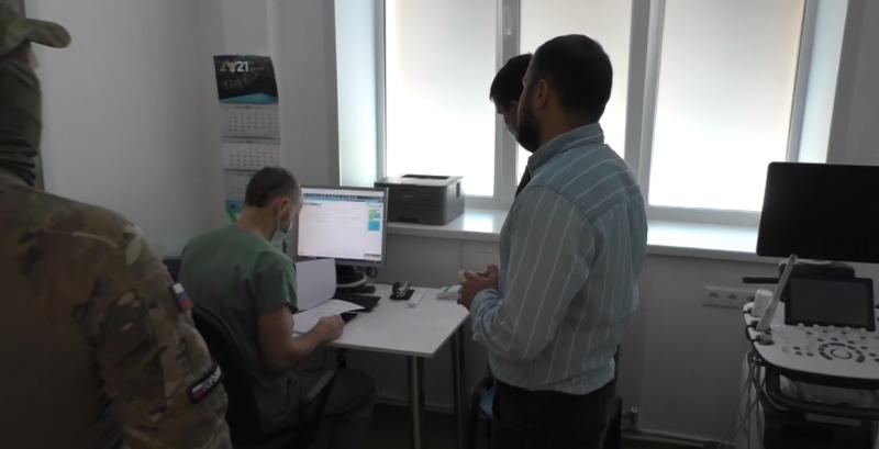 Сотрудники ФСБ задержали главного врача одной из клиник Новосибирска за организацию незаконной миграции иностранцев