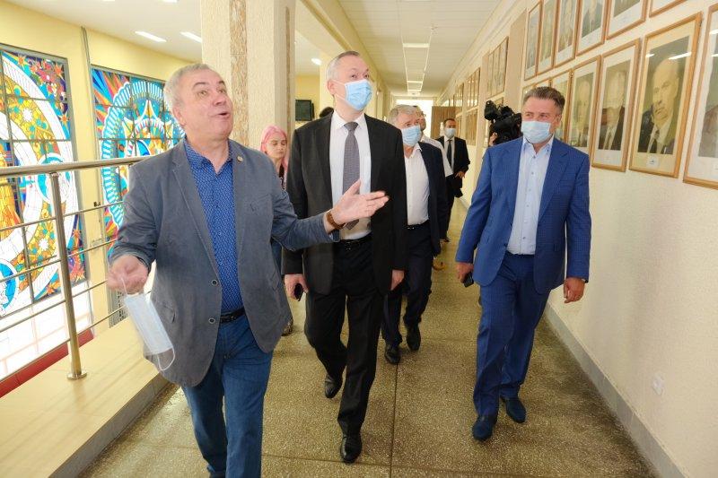 «Кампус НГУ ждет реновация»: Андрей Травников побывал в Советском районе