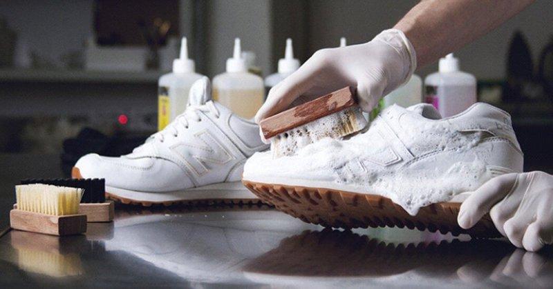Как вернуть белоснежной обуви былой вид: 5 лайфхаков