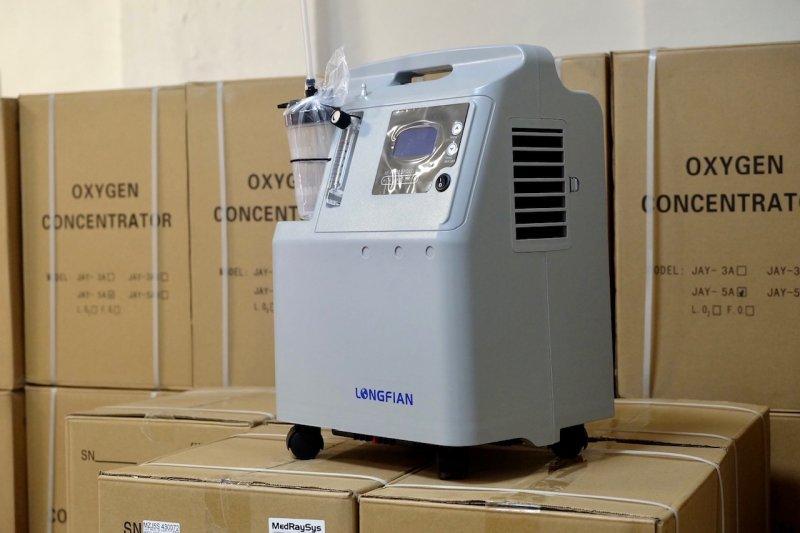 1000 кислородных концентраторов поступили в Новосибирскую область