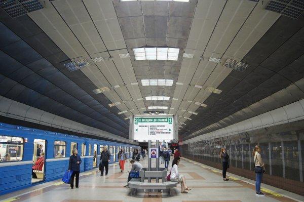 Новосибирское метро будет закрывать свои двери в десять вечера